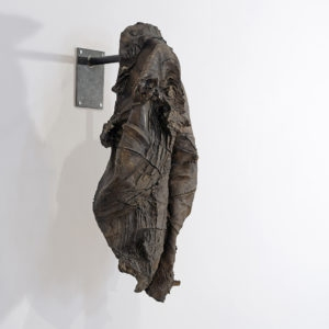 Digging the coat, 2016, Bronze, iron, 87 x 50 x 45 cm