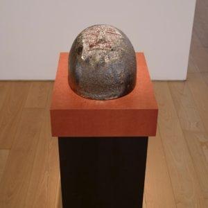 Eierkopf; halb, 2014, Glazed ceramic 20 x 23 x 36 cm Pedestal: 111,5 x 45 x 35 cm