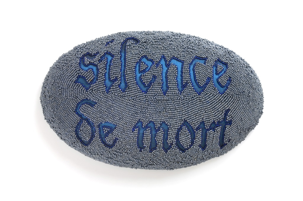 Silence de mort, 2006, Beads, silk, thread 46 x 26 x 28 cm