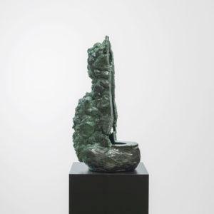 """Cameron JAMIE, """"Llarona"""", 2017, Glazed ceramic on steel pedestal, 79 x 32 x 38 cm, pedestal: 95 x 45 x 45 cm"""
