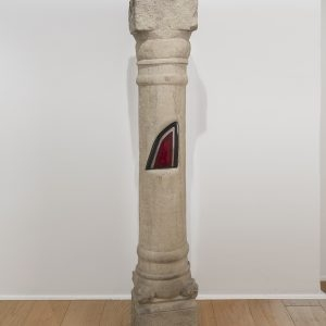 """Colonne Lancia"", 2017, Carved stone, car light, 170 x 27 x 31 cm"
